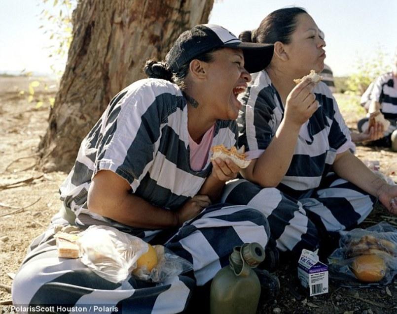 Čierne lesbické väzenia